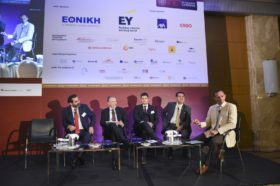 Panel 4: «Πωλήσεις και Καινοτόμα Προϊόντα – Οι Νέες Τάσεις» Στο πάνελ συμμετείχαν οι ομιλητές (από αριστερά): Σπύρος Γκούμας, Διευθύνων Σύμβουλος & Πρόεδρος Δ.Σ., SQLearn, Γιάννης Παπουτσάς, Διευθυντής Πωλήσεων Δικτύου Εταιρικών Συνεργατών, ERGO, Κωνσταντίνος Νικολόπουλος, FIA, Partner, Actuarial leader Central, Eastern and Southeastern Europe & Central Asia, EΥ, Γιάννης Σηφάκης, Διευθυντής Εταιρικής Επικοινωνίας, Marketing & Δημοσίων Σχέσεων, Εθνική Ασφαλιστική. Συντονιστής του πάνελ: Νίκος Κεχαγιάογλου, Διευθύνων Σύμβουλος, Κ2 Μεσίτες Ασφαλίσεων